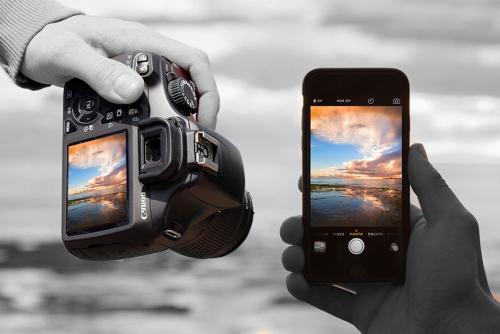 Fotoğraf Makinesi vs Cep Telefonu image